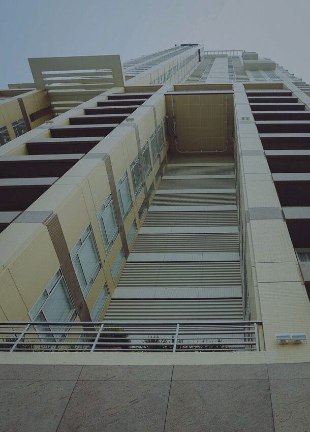 Discovery Primea BMU cleaning facade